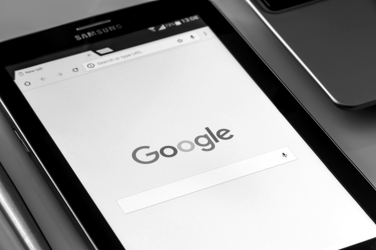 Symbolic image What SEO stands for: tablet with google search mask open